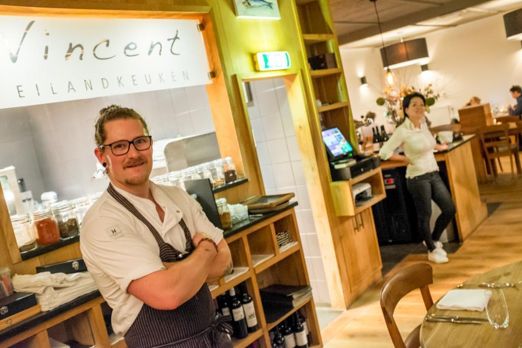 Vinvent Eilandkeuken: Der Küchenchef begrüßt die Gäste